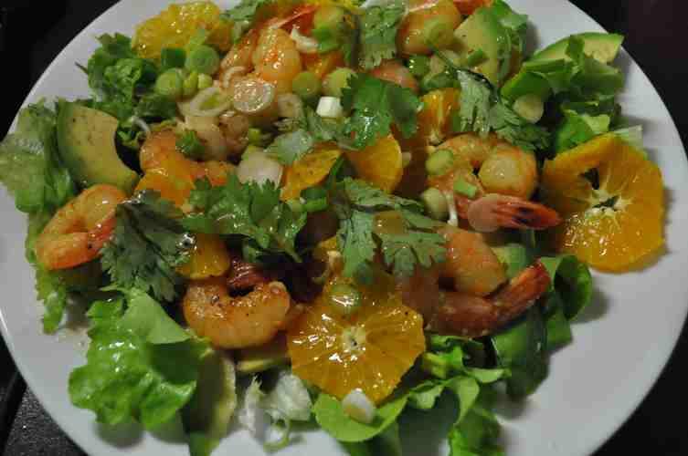 Salata exotica de creveti, portocale si avocado