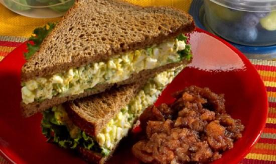sandvici-cu-salata-de-ou