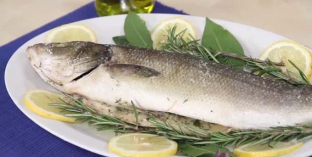 biban-de-mare-in-crusta-de-sare-si-ierburi-aromate