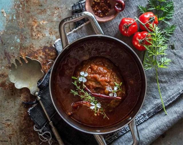 chifteluta-la-cuptor-cu-sos-de-rosii