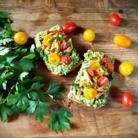 Mic dejun cu avocado si ciuperci galbiori