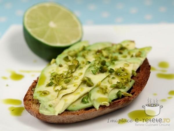 Cele mai bune retete cu avocado - Tartine cu avocado si fistic