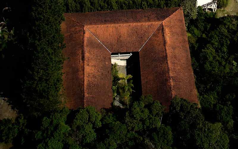 foto aérea acomodações para retiros