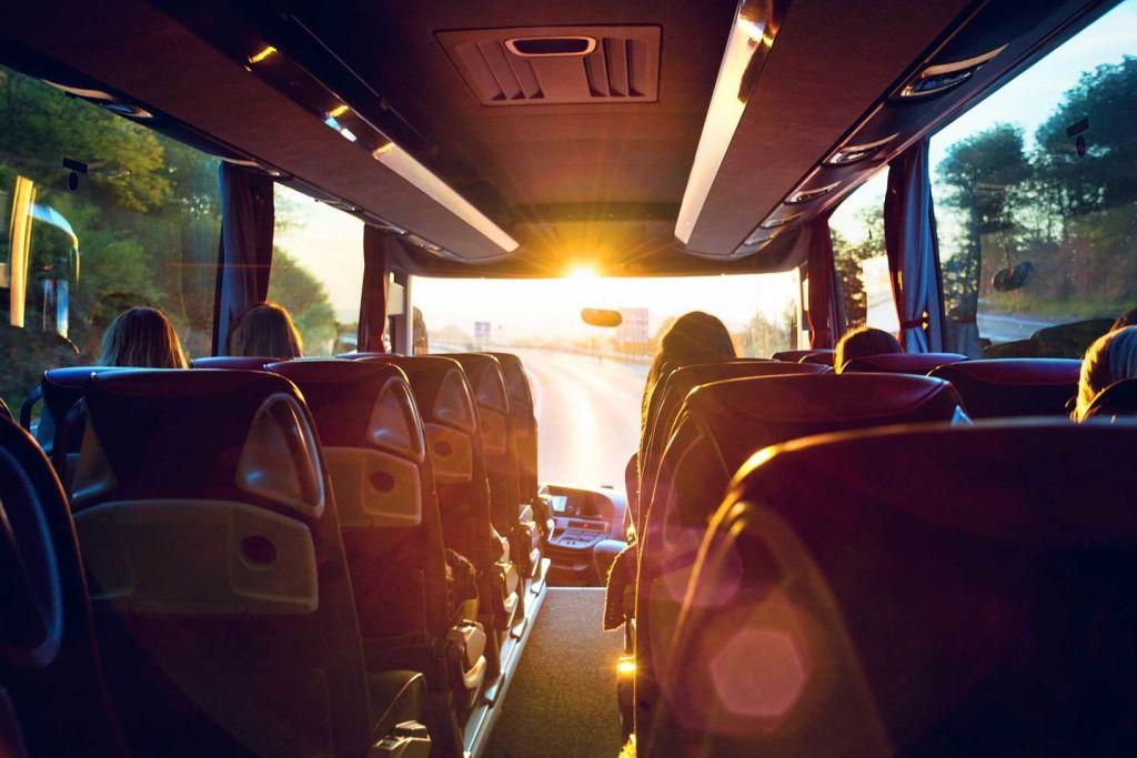 Busreise in den Sonnenaufgang