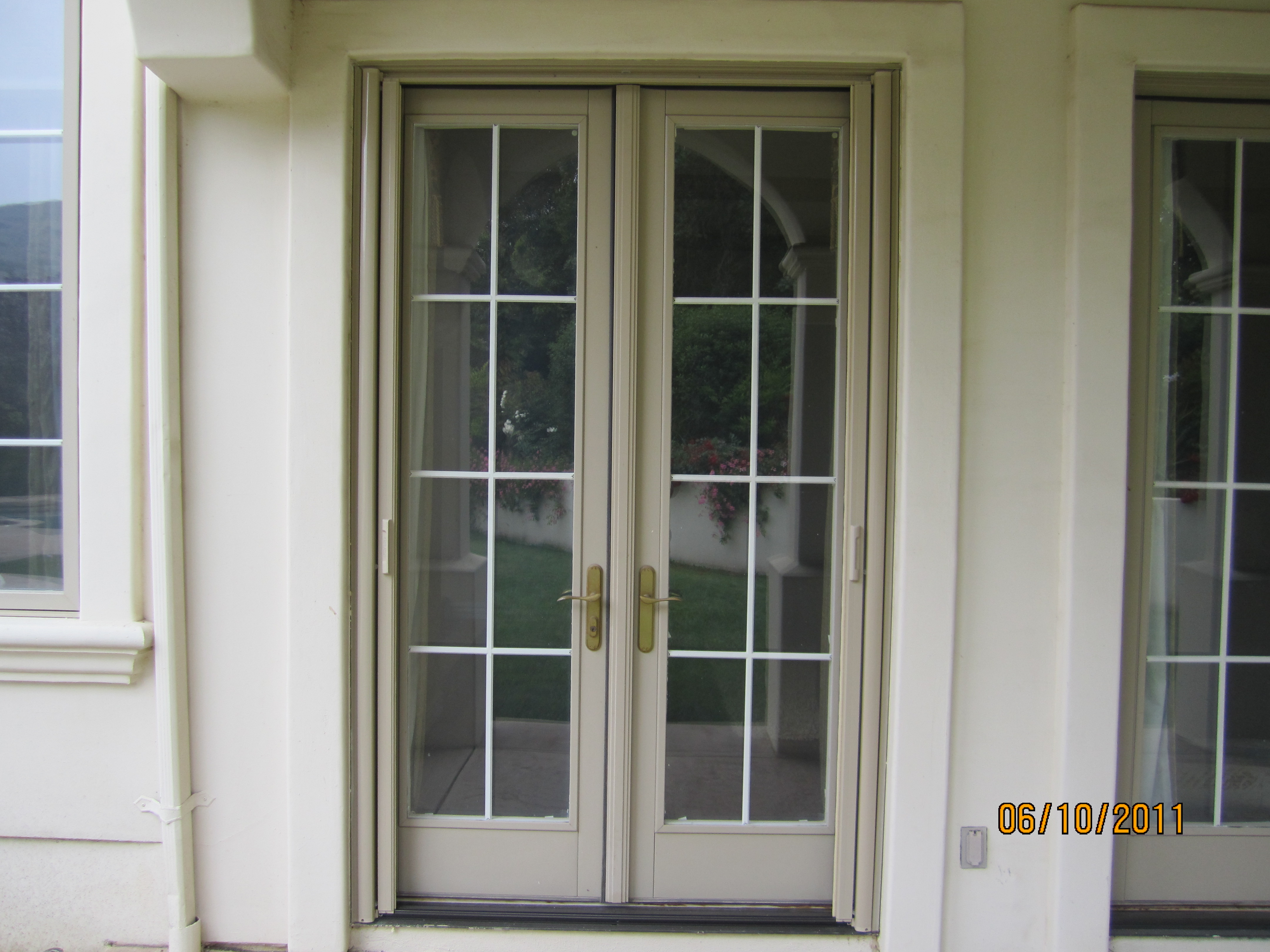 all double sets retractable screen