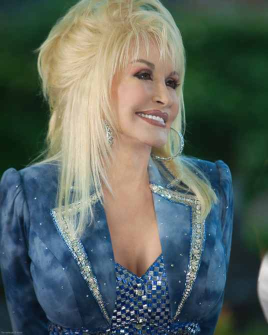 DOLLY CELEBRATES 25 YEARS OF DOLLYWOOD, Dolly Parton