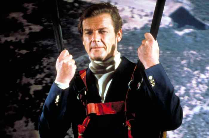 james-bond-roger-moore-moonraker