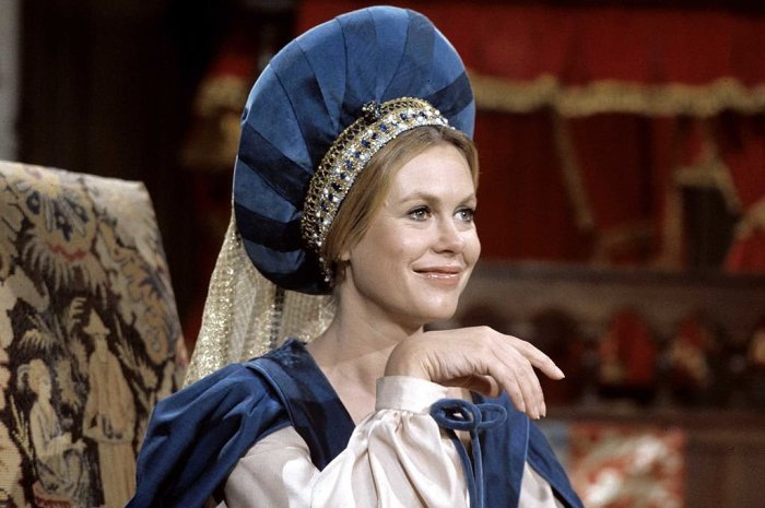 elizabeth-montgomery-back-in-time-on-bewitched