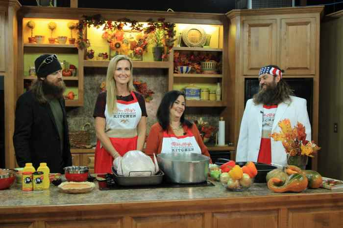 DUCK DYNASTY, (from left): Jase Robertson, Korie Robertson, Kay Robertson, Willie Robertson, 'Good Night and Good Duck',