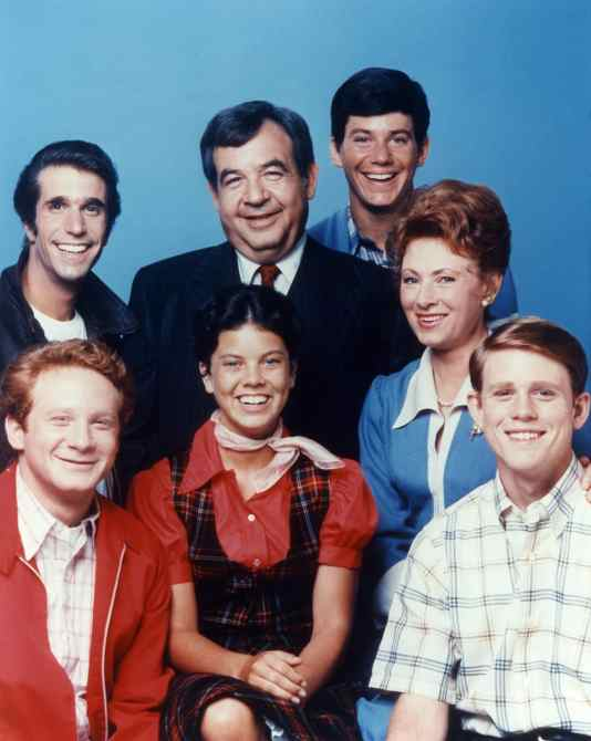HAPPY DAYS, (clockwise from Top L), Henry Winkler, Tom Bosley, Anson Williams, Marion Ross, Ron Howard, Erin Moran, Donny Most