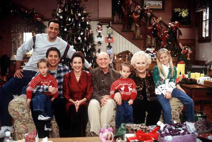 EVERYBODY LOVES RAYMOND, Brad Garrett, Sawyer Sweeten, Ray Romano, Patricia Heaton, Peter Boyle, Sullivan Sweeten, Doris Roberts, Madylin Sweeten