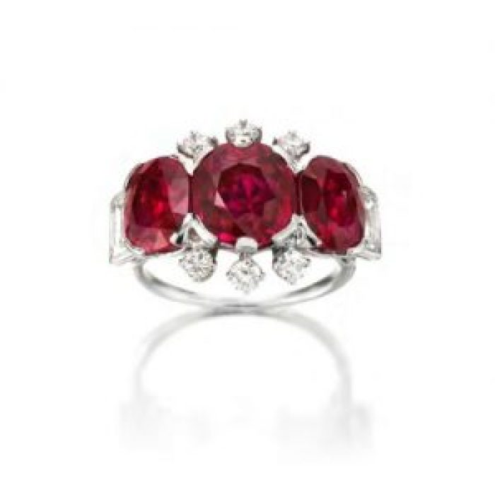 This ring mimics Princess Margaret's, inspired by roses