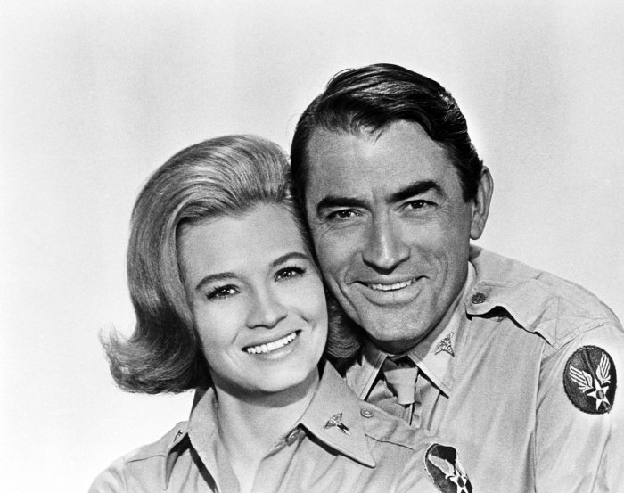 angie-dickinson-gregory-peck-captain-newman