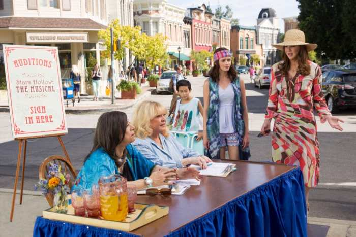 sally-struthers-and-the-cast-of-gilmore-girls
