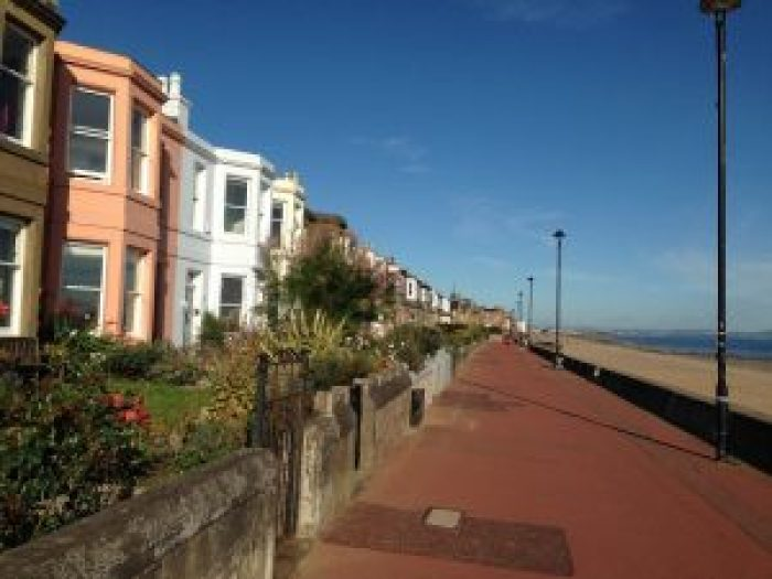 Staff at their hotel told Rae the Portobello Promenade would offer a lovely location to propose