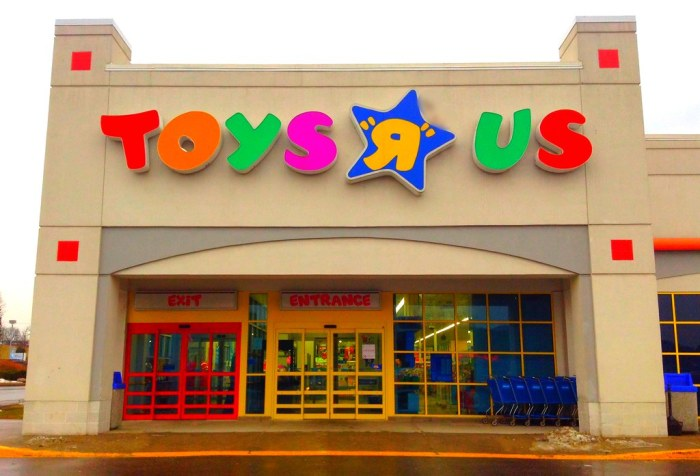 toys r us outside