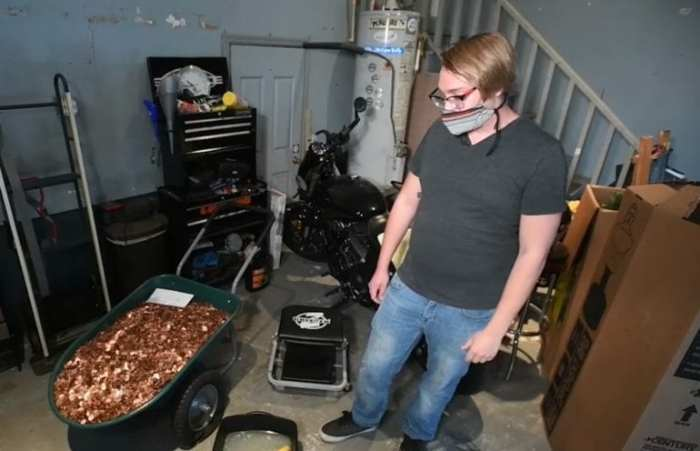 man receives last paycheck in oily pennies
