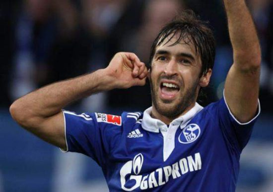 <>Raul-Gonzalez-at-Schalke-04
