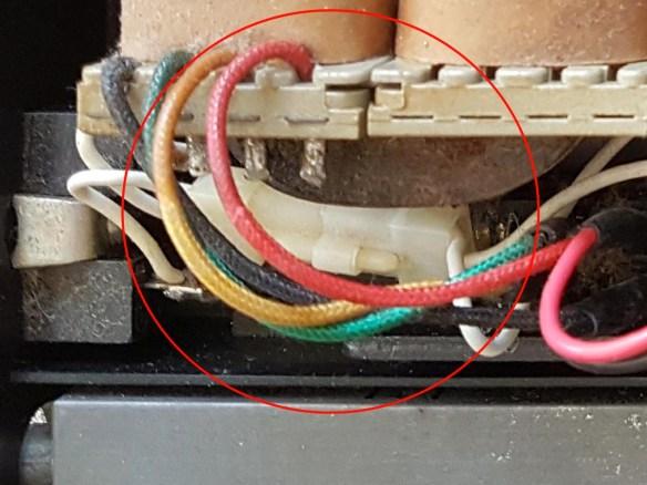 hotbit-fonte-cabo-energia Instalando uma Fonte Externa no MSX Hotbit da Sharp