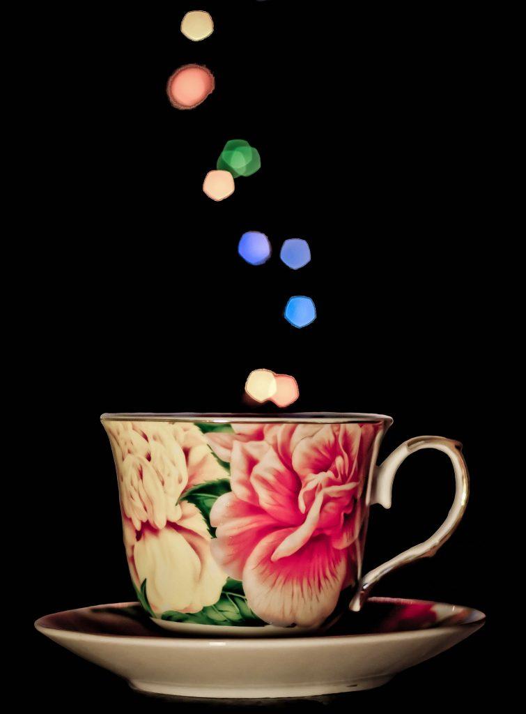 Velas estilo vintage en tazas de té