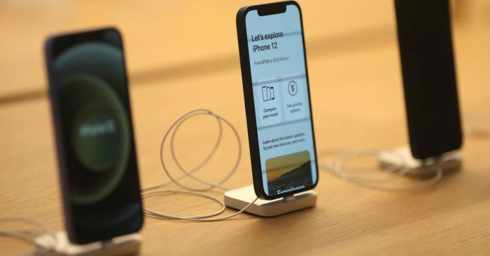 Watch Apple prone to reduce iPhone 13 manufacturing as a result of chip crunch -Bloomberg News – Reuters Tech News