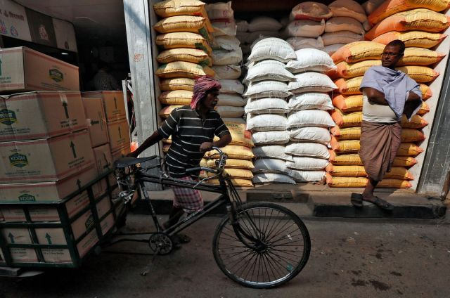 India • Reuters ahead with India's surprise cut of import taxes on vegetable oils; market reacts