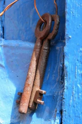keys on blue med