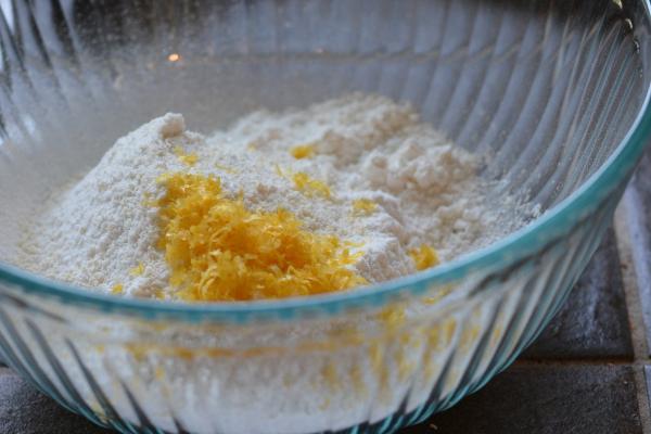 Lemon macarons dry ingredients