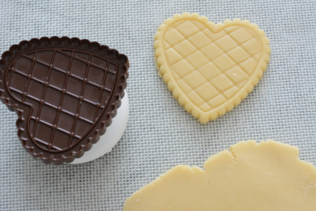 cookie cutter butter cookies. Choco Leibniz and Petit écolier don't have to be just a special treat. Make these impressive butter cookies with molded chocolate at home!