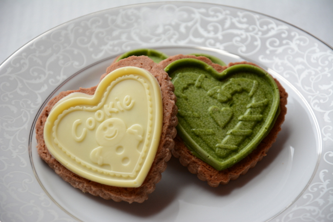 white chocolate and matcha white chocolate cookies. Choco Leibniz and Petit écolier don't have to be just a special treat. Make these impressive butter cookies with molded chocolate at home!