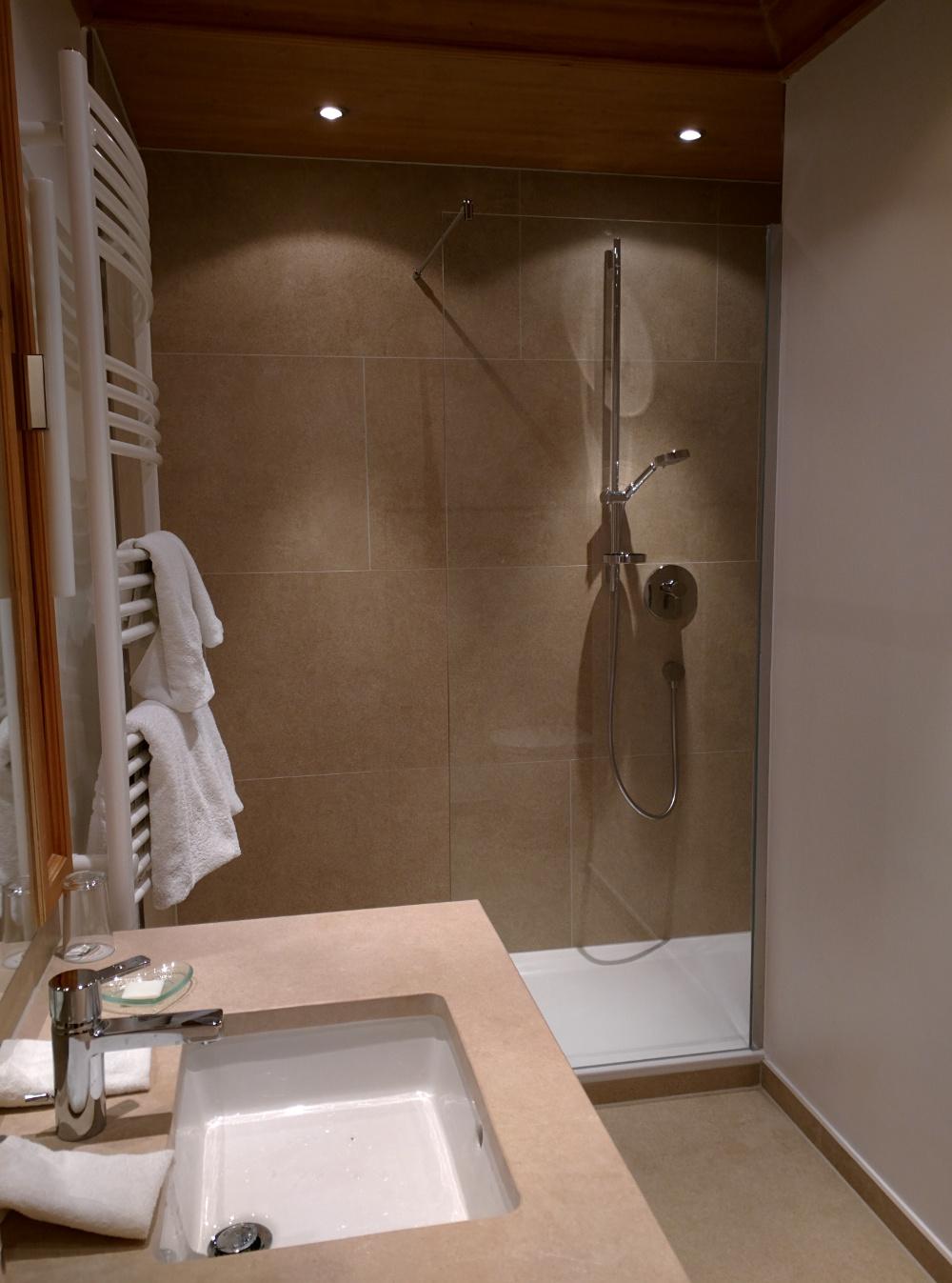 Brauereigasthof Hotel Aying bathroom