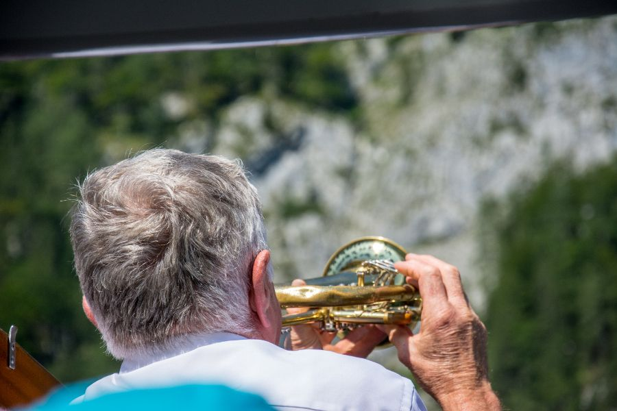 To demonstrate the echo of the Watzmann mountain, the ferry plays a trumpet.