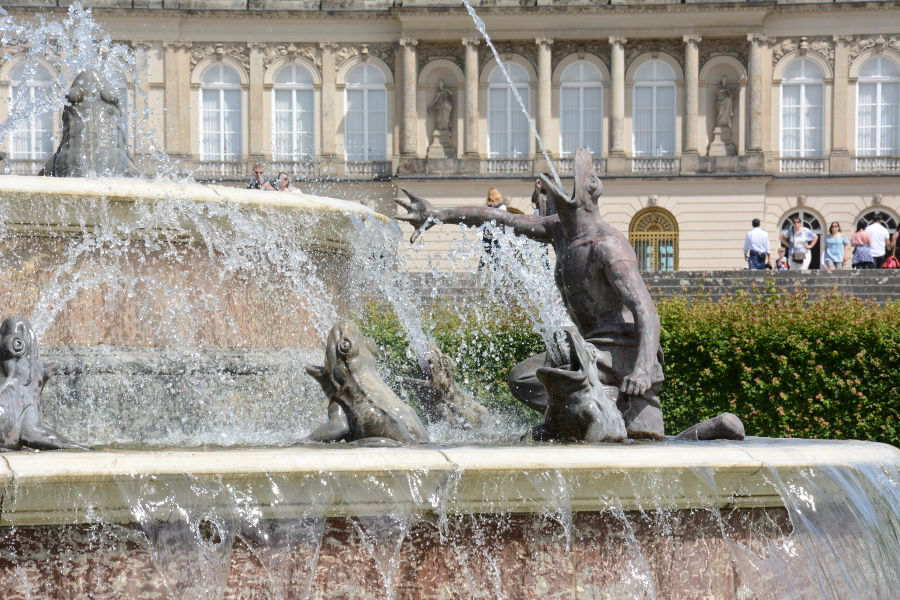 A frogman shoots water on a Versailles-inspired Herrenchiemsee fountain.