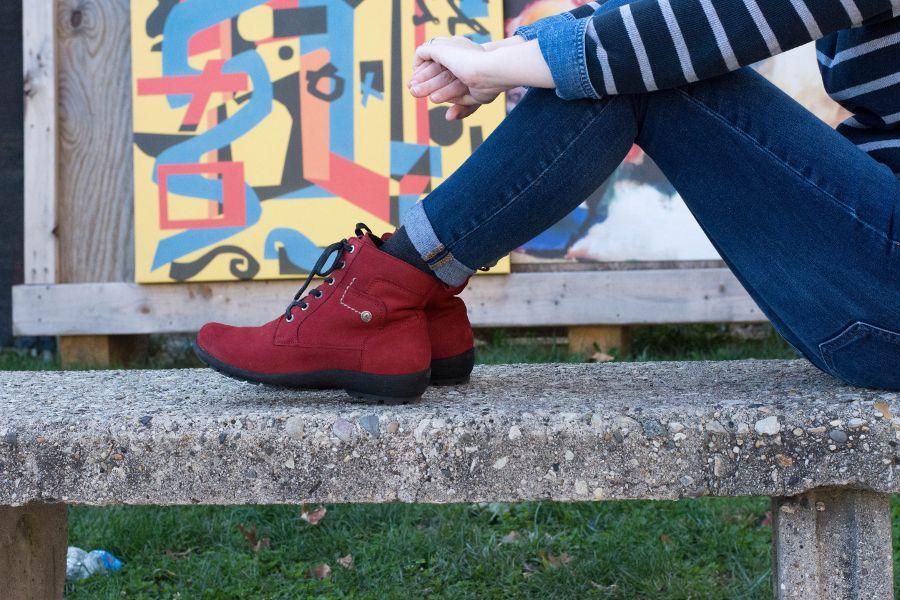 Waldlaufer Dede Holma boots in red (side view).