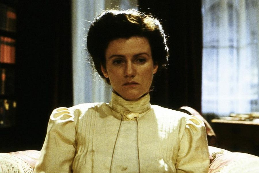 Learn German with the film Rosa Luxemburg from director Margarethe von Trotta.