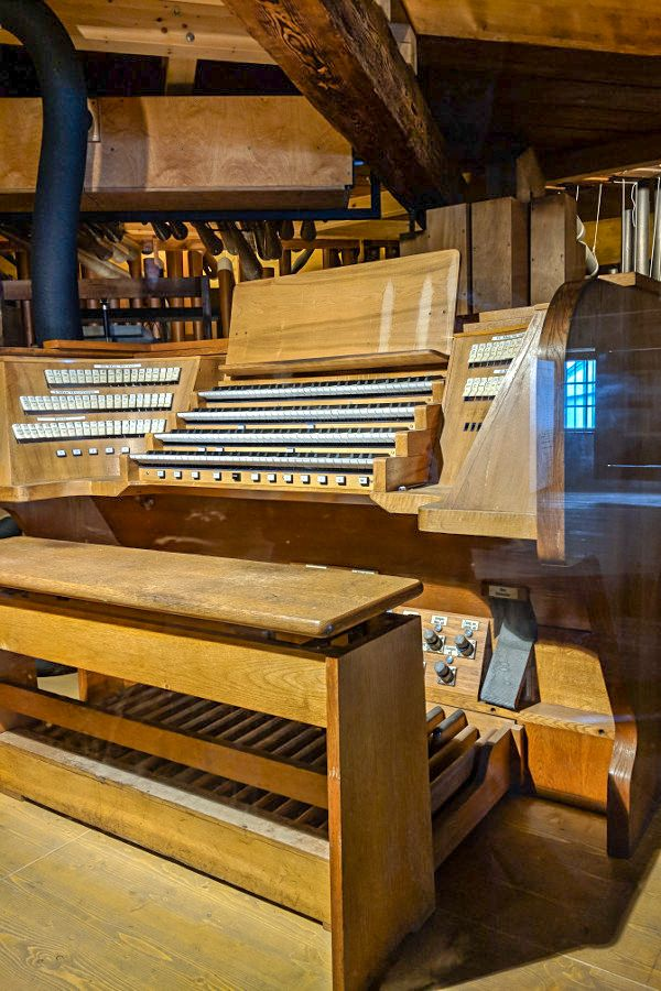 The Heroes' Organ (Heldenorgel) in Kufstein Fortress is the world's largest free-standing organ.