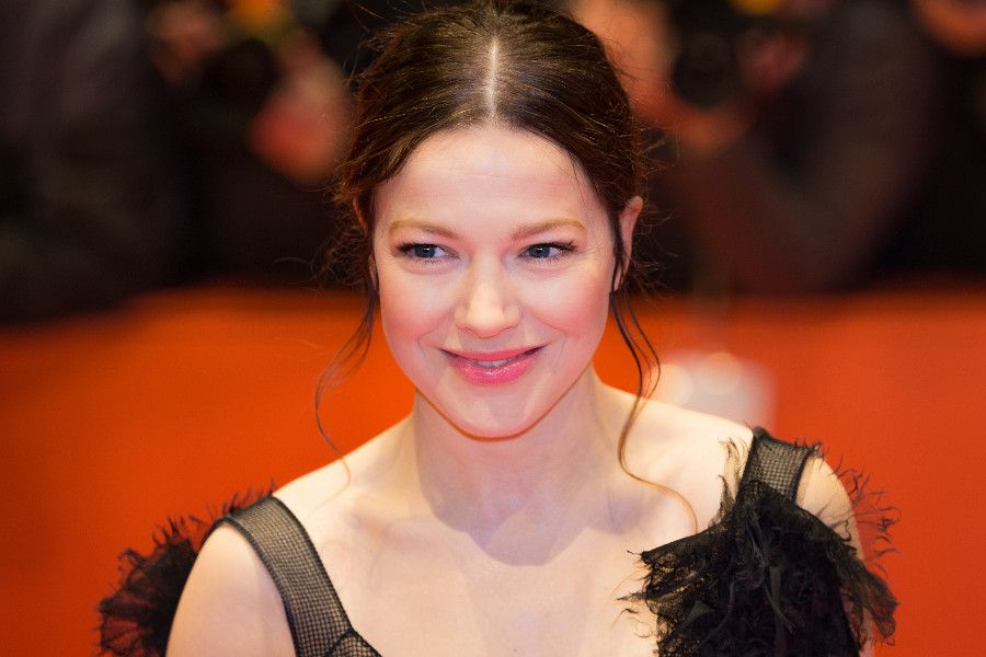 Learn German with the films of actress Hannah Herzsprung.