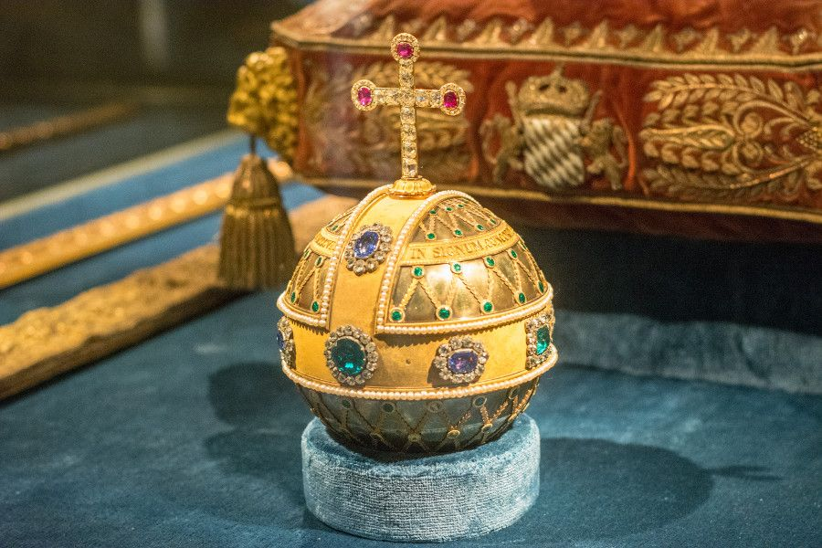 Close-up of a gold and jewel-encrusted religious object from the Munich Residenz Schatzkammer.