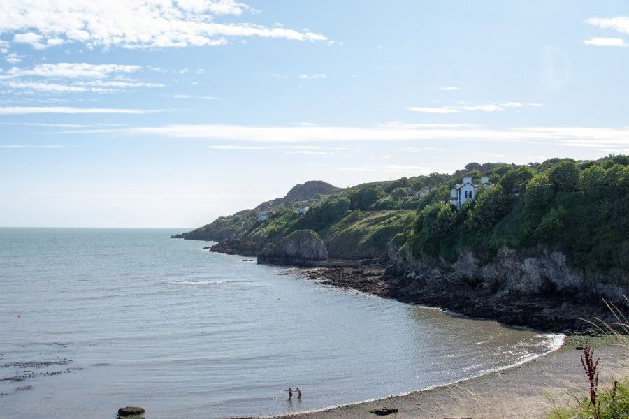 A view over the Balscadden Bay beach and the Howth cliff.