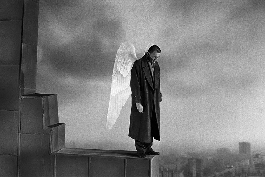 Learn German with the film Der Himmel über Berlin (Wings of Desire) starring Bruno Ganz.