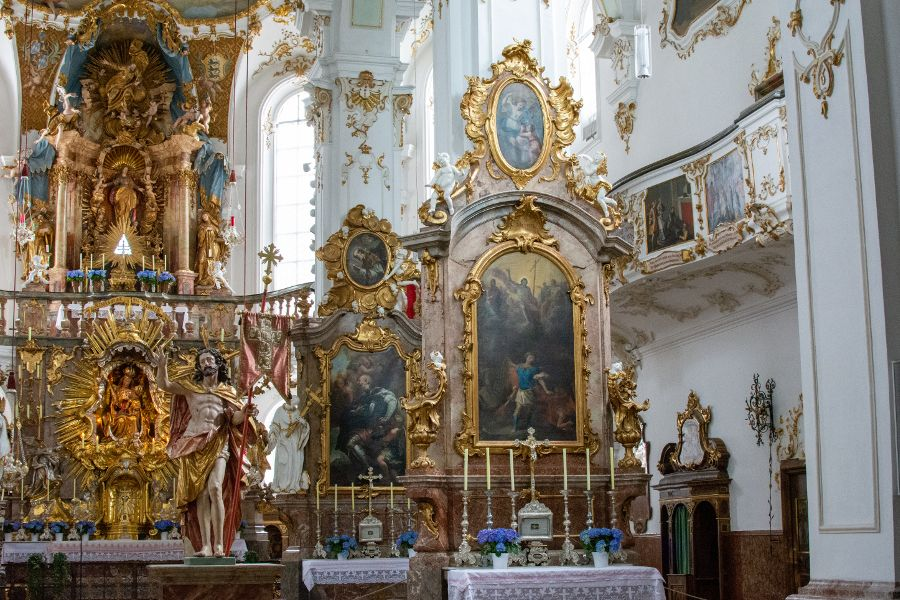 The Kloster Andechs church's altars.