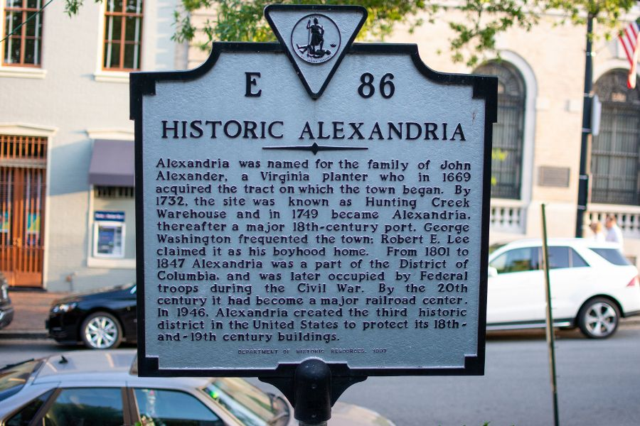 A sign recognizing Historic Alexandria.