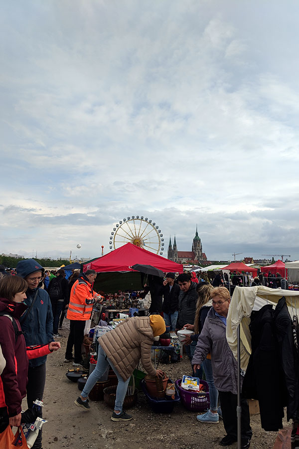 If you're looking for a good deal, the giant flea market at Munich Frühlingsfest is the largest in Bavaria.
