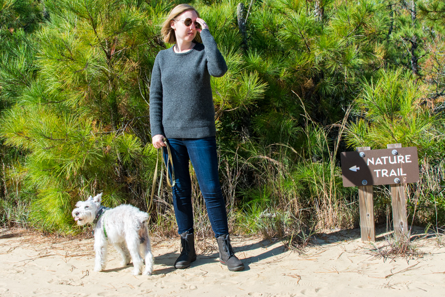 Exploring the dog-friendly sand dunes of Jockey's Ridge State Park in Waldlaufer Jordy Hadessa boots.