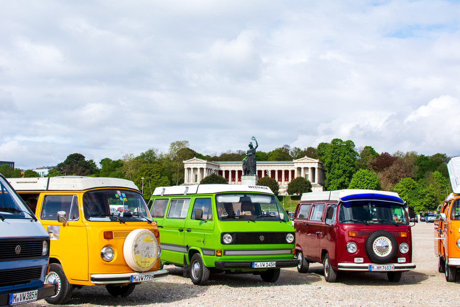 A group of Volkswagen vans line up on the Thersienwiese.