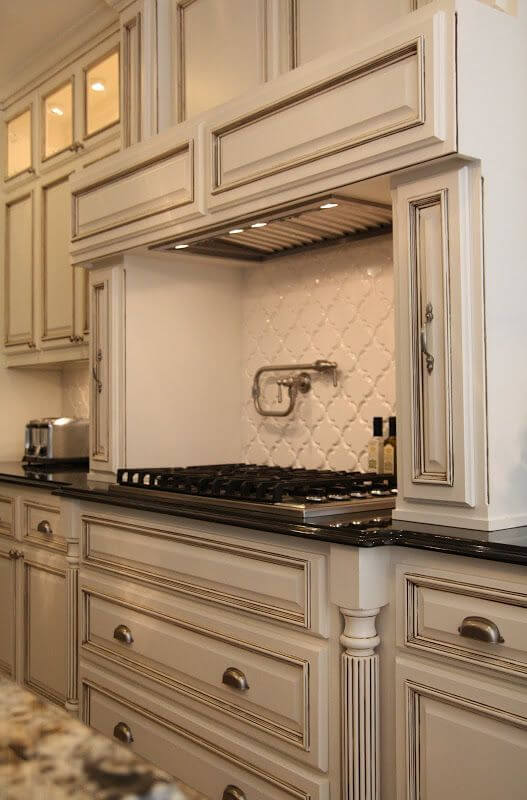 backsplash antique white cabinets  off white kitchens 25 antique white kitchen cabinets ideas that blow your mind   reverb  rh   reverbsf com