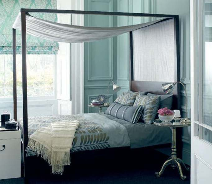canopy bed with curtain