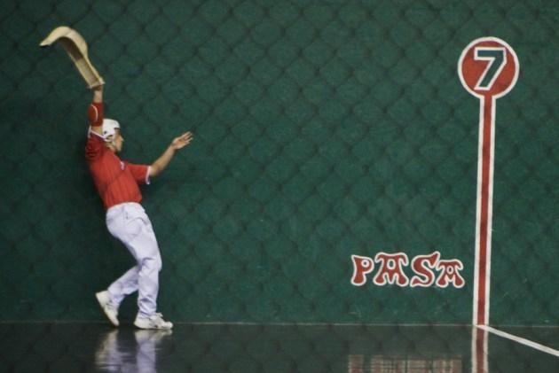 La pelote basque avec le chistera : la Cesta-Punta