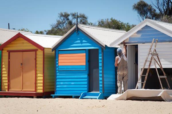 Un propriétaire repeint sa maison sur la plage de Sandringham à Melbourne