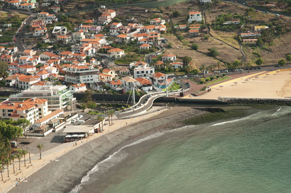 Zoom sur la baie de Machico à Madère